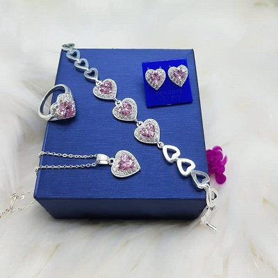 Trang sức bộ hình tim đính đá
